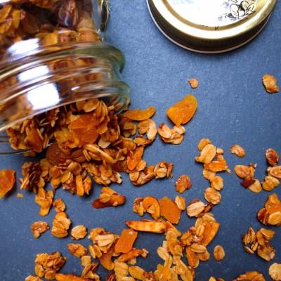 Honey, Apricot and Almond Granola